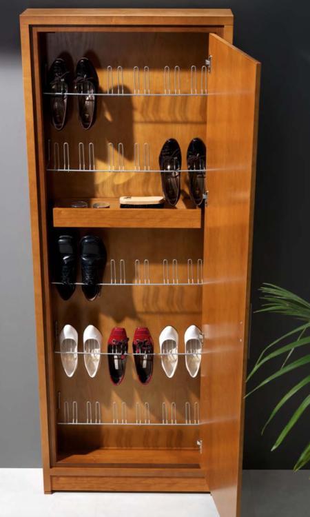 Garderobenschrank mit Schuhablage in massiv Holz